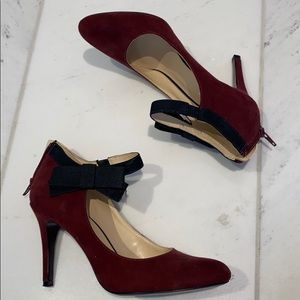 Nine West Maroon pumps with a pretty bow